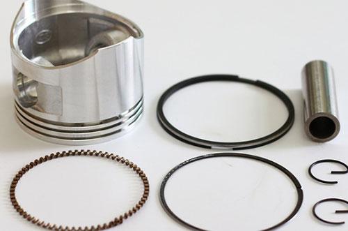 Proses Pembongkaran Ring Piston Mesin Diesel